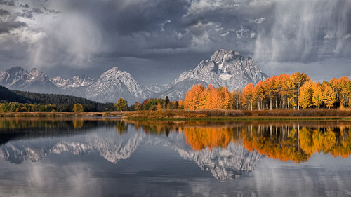 Paul Reynolds was awarded a Commended for 'Autumn Light Oxbow Bend'